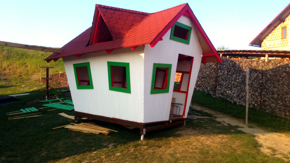 Easy to build crooked playhouse playhouse plans for Simple outdoor playhouse plans