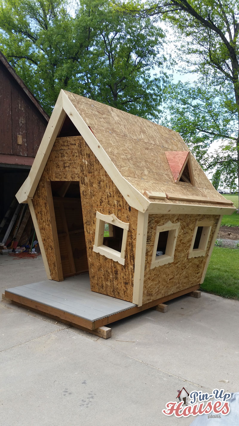 Crooked Kids Playhouse For A Fundraiser Diy Plans For