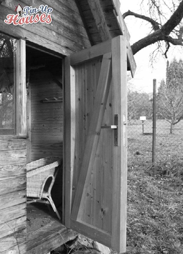 exterior door construction in DIY small timber structures
