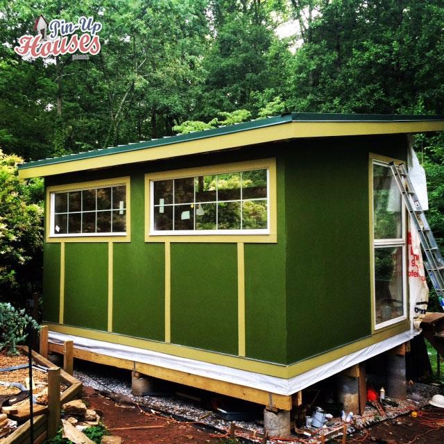 construction process of DIY wood cabin